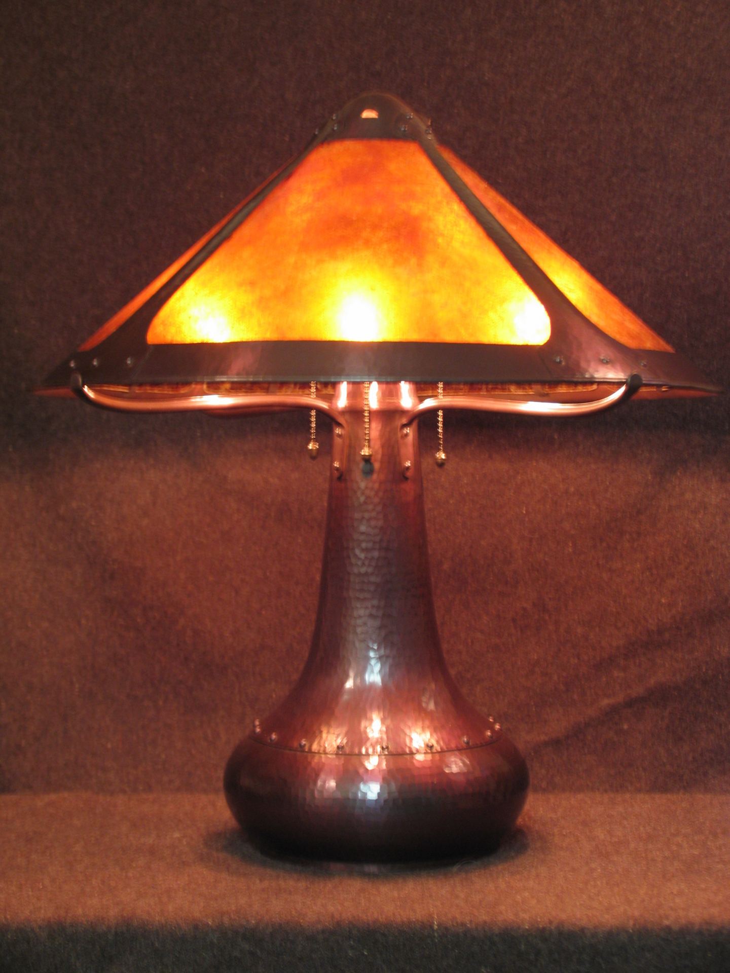 Rivet Base table lamp