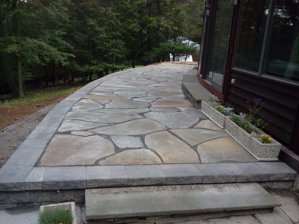 Irregular brokenflag stone walkway