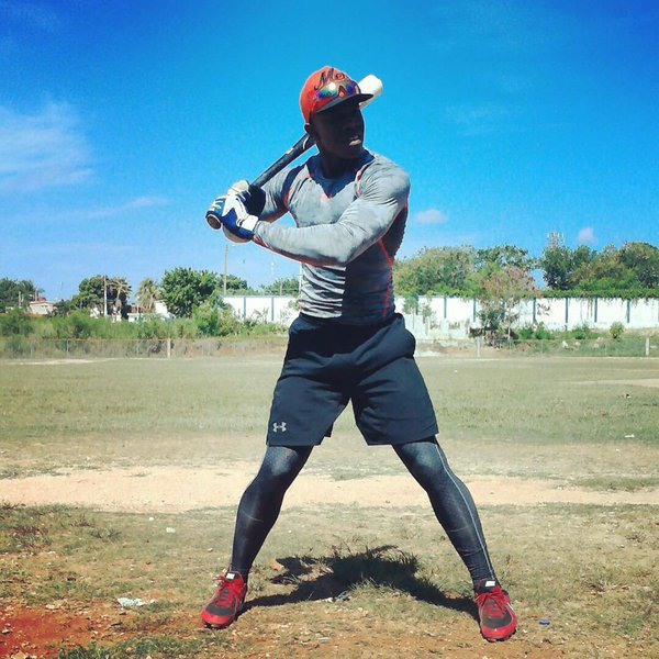 How The Cubs Might Sign Lazarito