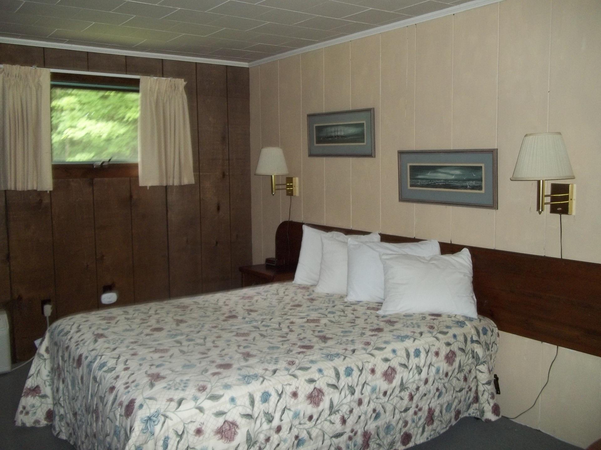Queen bed in two bathroom suite
