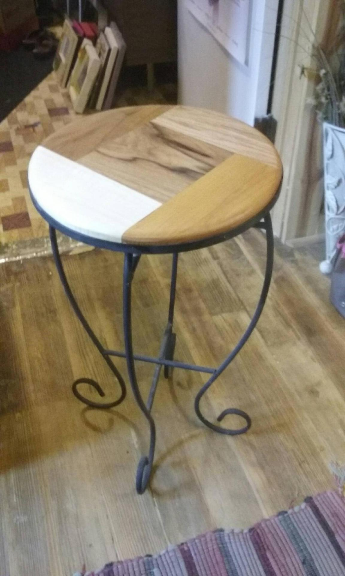 Little Round Decor table