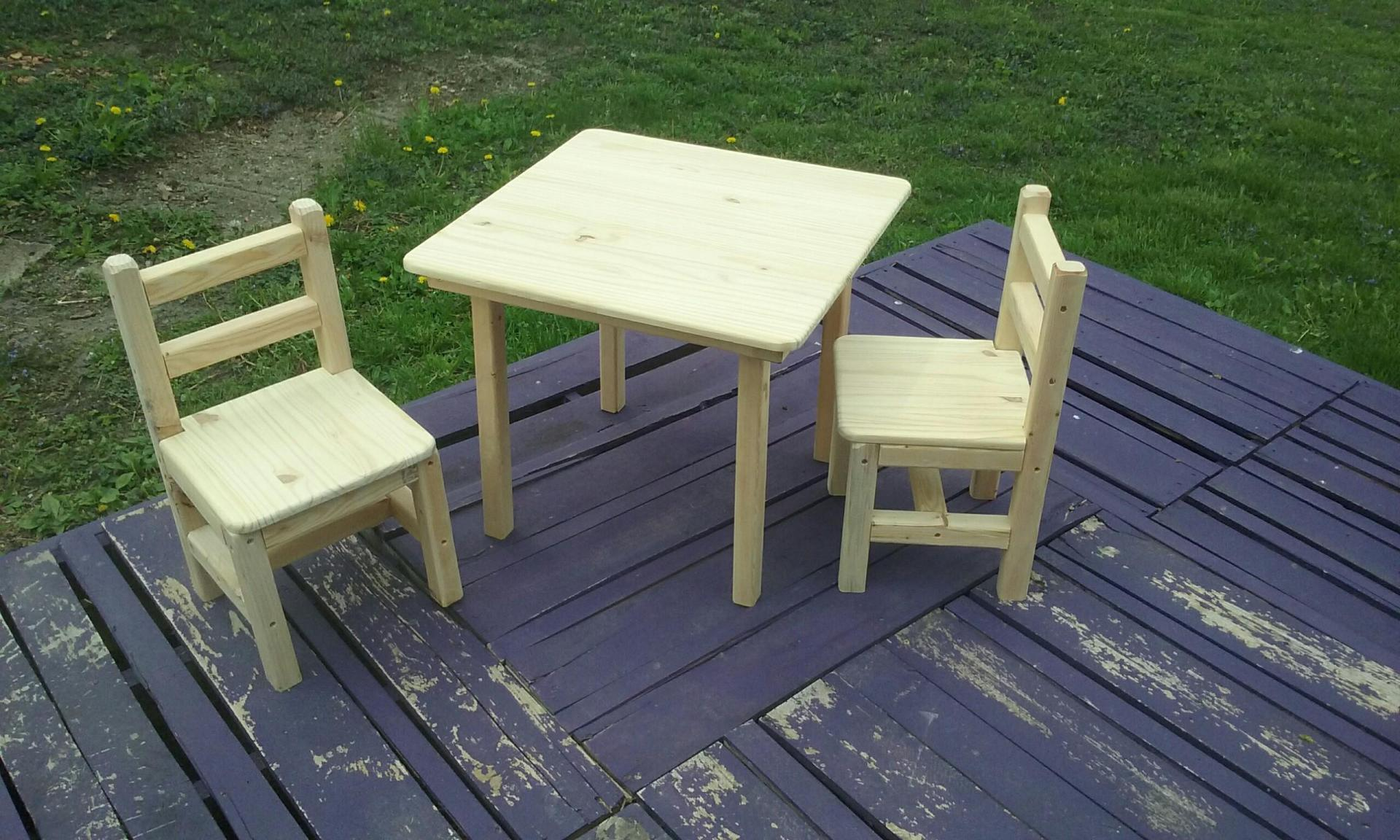 Little table and Chairs