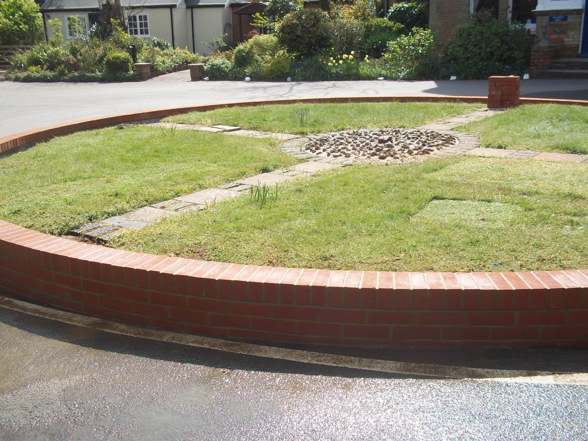 "9"" brick roundabout with brick on edge"