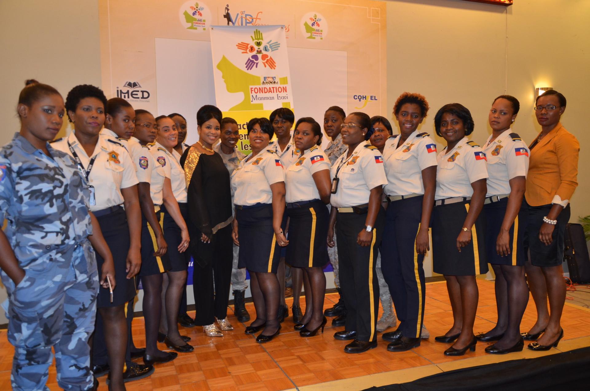 Marie Liliane PDG Manman lavi accompagné l'équipe féminine de la Police Nationale D'Haïti