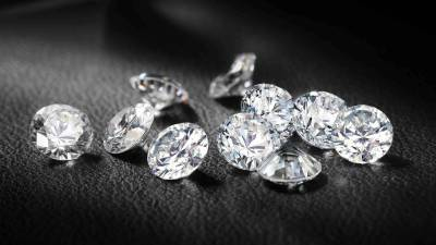beautiful diamonds defining out platinum wedding package