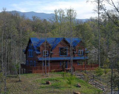 Rent Blue Mountain Lodge in Smoky Mountains