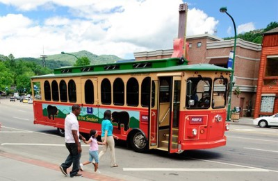 blue mountain cabins gatlinburg trolley to downtown cheap and fun