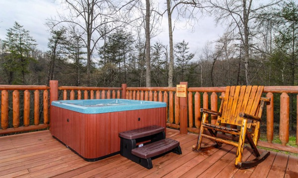 Spacious Private deck and hot tub