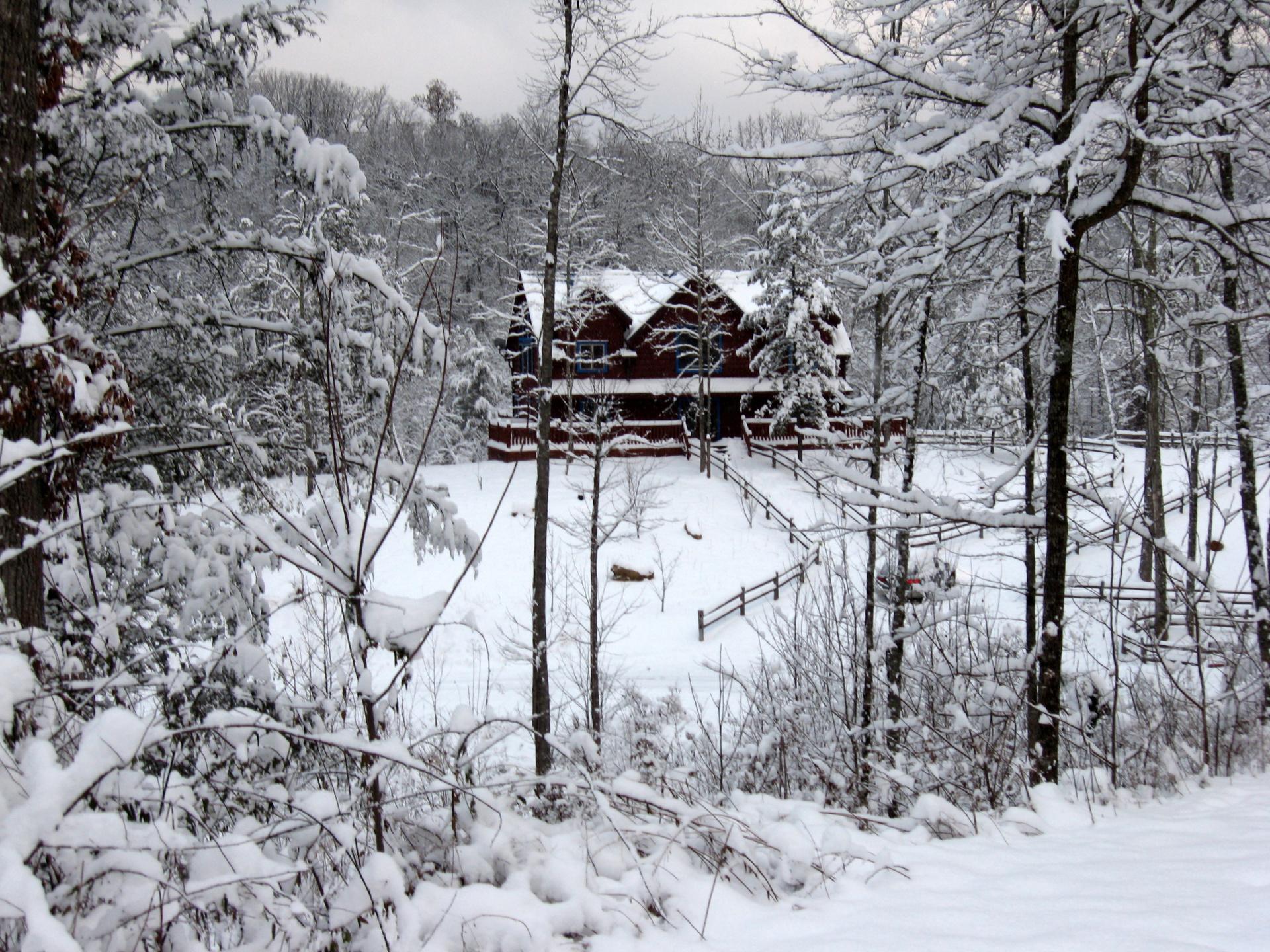 Blue Mountain Lodge Gatlinburg - snowy winter day