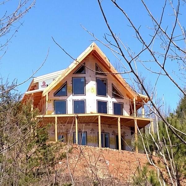 Ridge View Lodge construction front prow