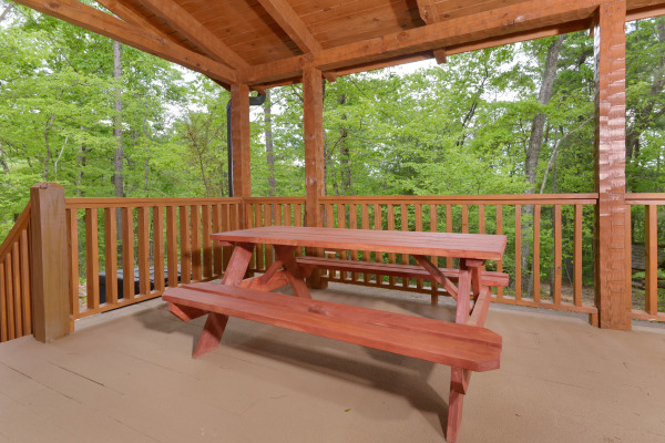 Appalachian Escape Outdoor dining area