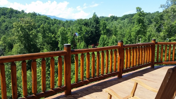 Ridge View Lodge deck rent this cabin today