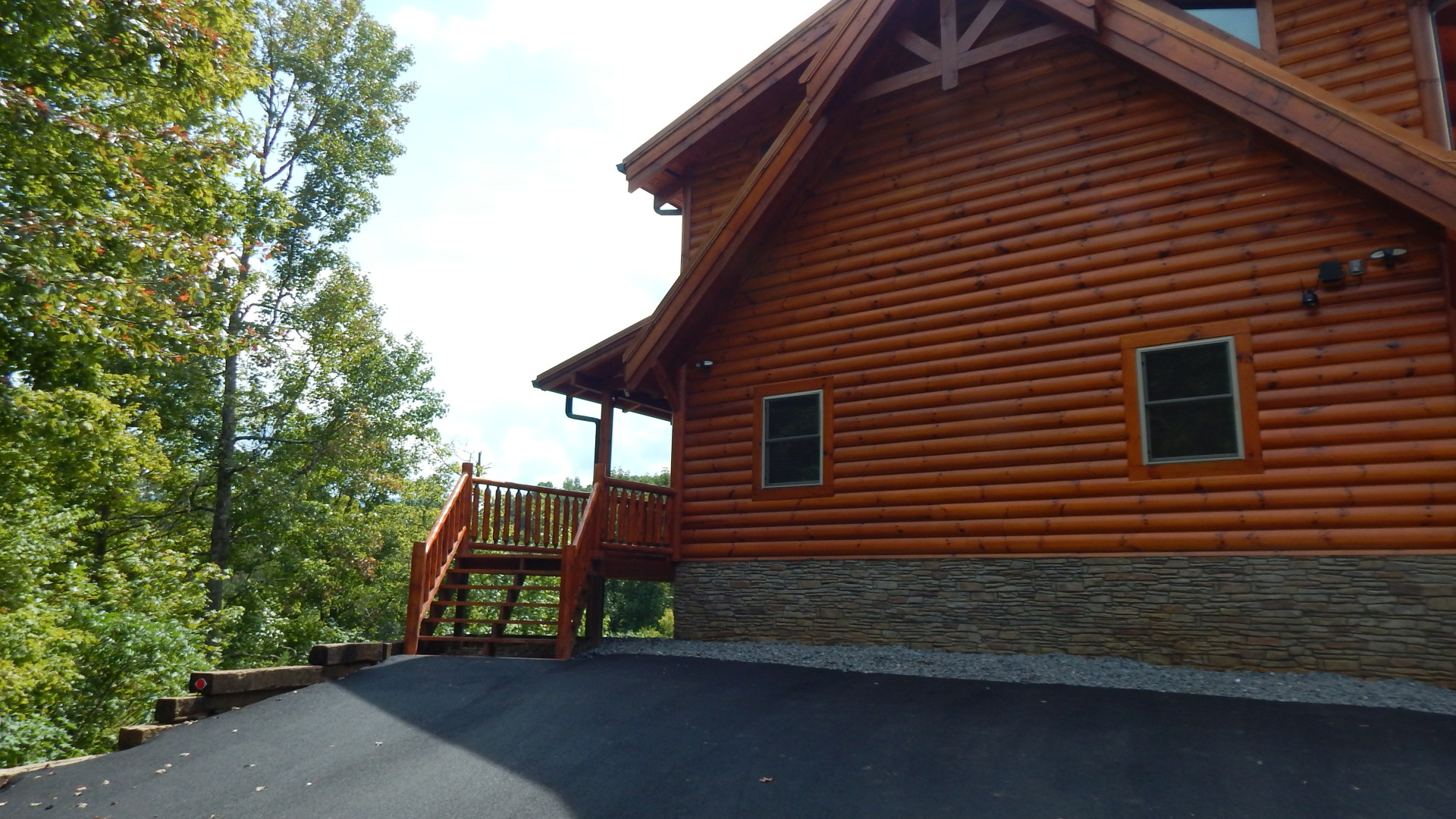Gatlinburg cabin with easy parking