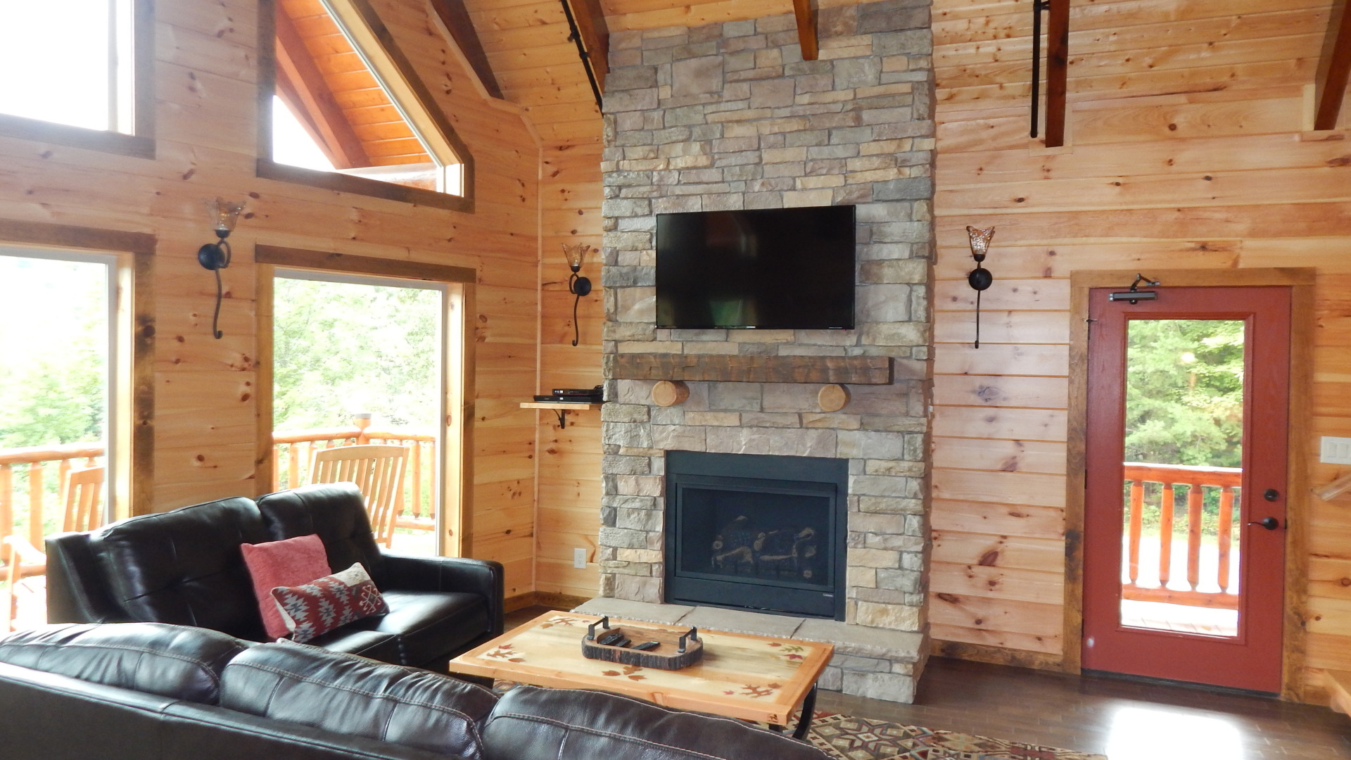 smoky mountains cabin with spacious family room and fireplace