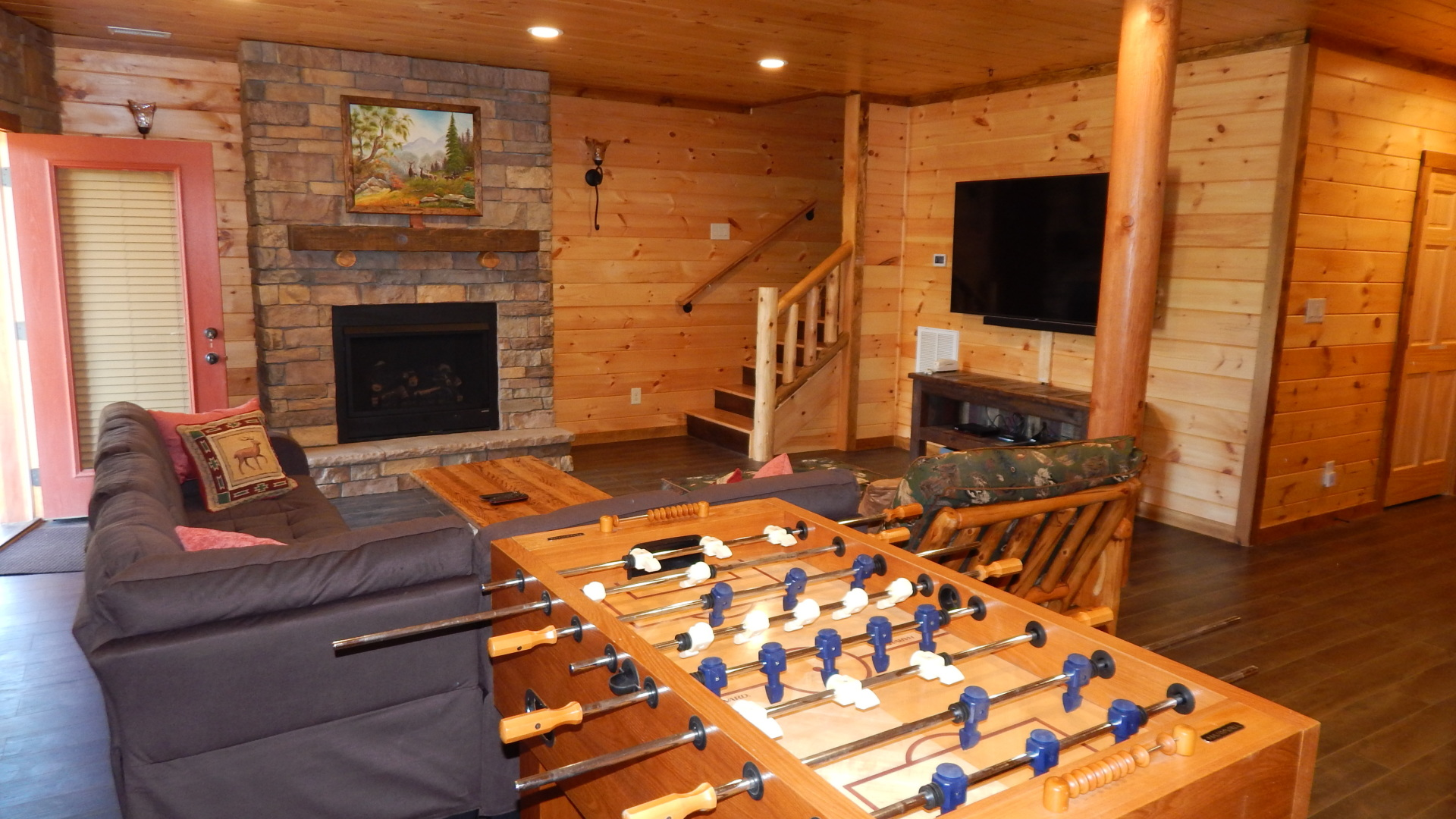 Cabin with mancave Big screen, arcade and foosball