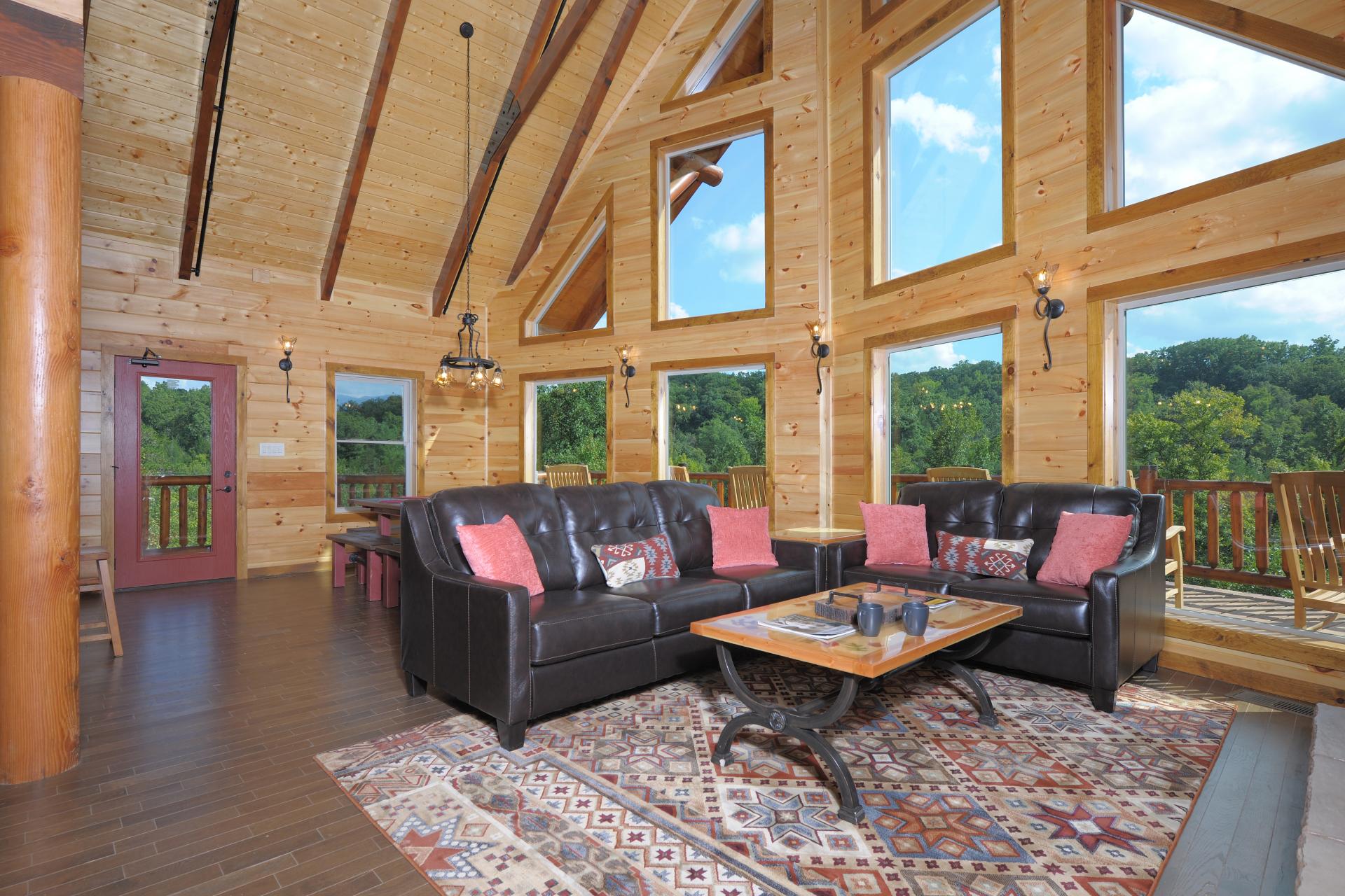 spacious family room large gatlinburg cabin for rent