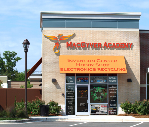 MacGyver Academy, Hobby shop, Stem center