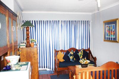 Struisbaai-Seagulls-Nest-Flat-Lounge-Area