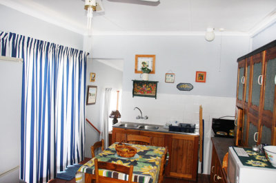 Struisbaai-Seagulls-Nest-Flat-Kitchen-Area