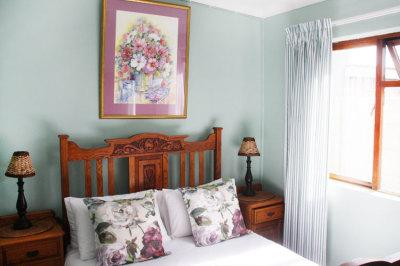 Struisbaai-Seagulls-Nest-Flat-Bedroom-1