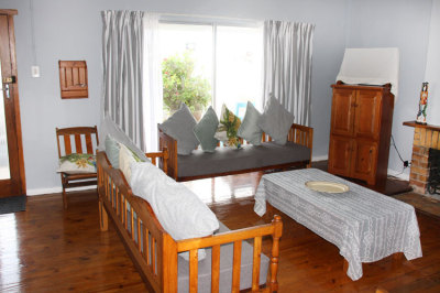 Struisbaai-Seagulls-Nest-Ground-Floor-Unit-Lounge