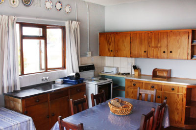 Struisbaai-Seagulls-Nest-Ground-Floor-Unit-Kitchen