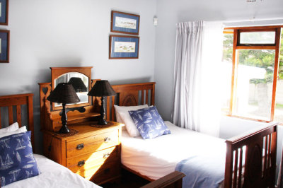 Struisbaai-Seagulls-Nest-Ground-Floor-Unit-Bedroom-2