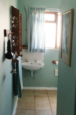 Struisbaai-Seagulls-Nest-Ground-Floor-Unit-Bathroom