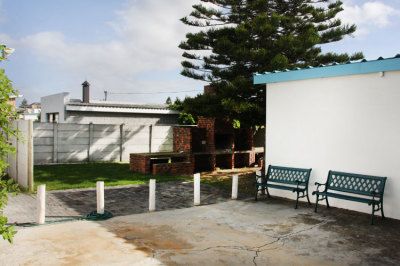 Struisbaai-Seagulls-Nest-Ground-Floor-Unit-Braai-Area