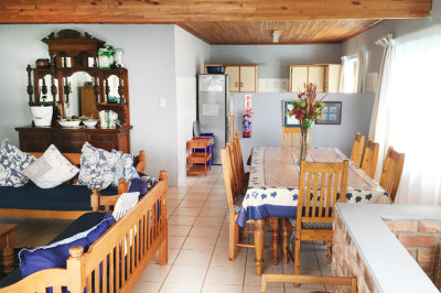 Struisbaai-Seagulls-Nest-Top-Floor-Unit-Lounge-Dining-Area