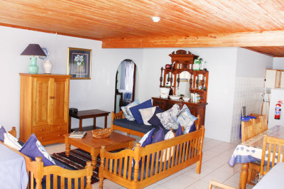 Struisbaai-Seagulls-Nest-Top-Floor-Unit-Lounge