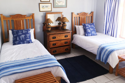 Struisbaai-Seagulls-Nest-Top-Floor-Unit-Bedroom-2