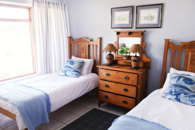 Struisbaai-Seagulls-Nest-Top-Floor-Unit-Bedroom-3