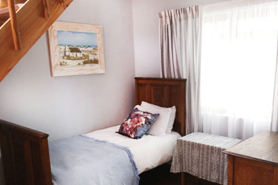 Struisbaai-Seagulls-Nest-Top-Floor-Unit-Bedroom-4-Under-Stairs
