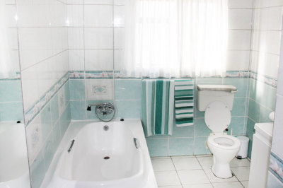 Struisbaai-Seagulls-Nest-Top-Floor-Unit-Bathroom