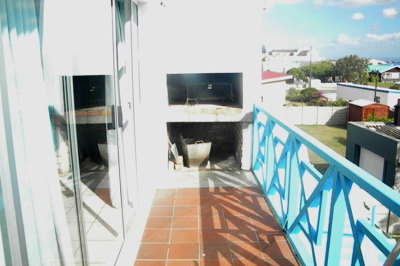 Struisbaai-Seagulls-Nest-Top-Floor-Unit-Balcony-Braai