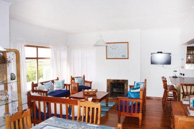 Struisbaai-Seagulls-Seasong-Lounge-Area