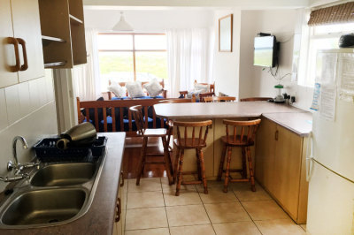 Struisbaai-Seagulls-Seasong-Kitchen-Dining-Area