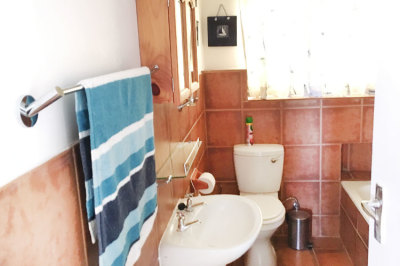 Struisbaai-Seagulls-Seasong-Bathroom