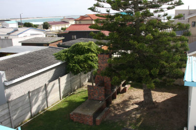 Struisbaai-Seagulls-Nest-Top-Floor-Unit-Braai-Area-Yard