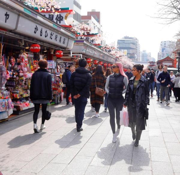 KARDASHIANS IN TOKYO