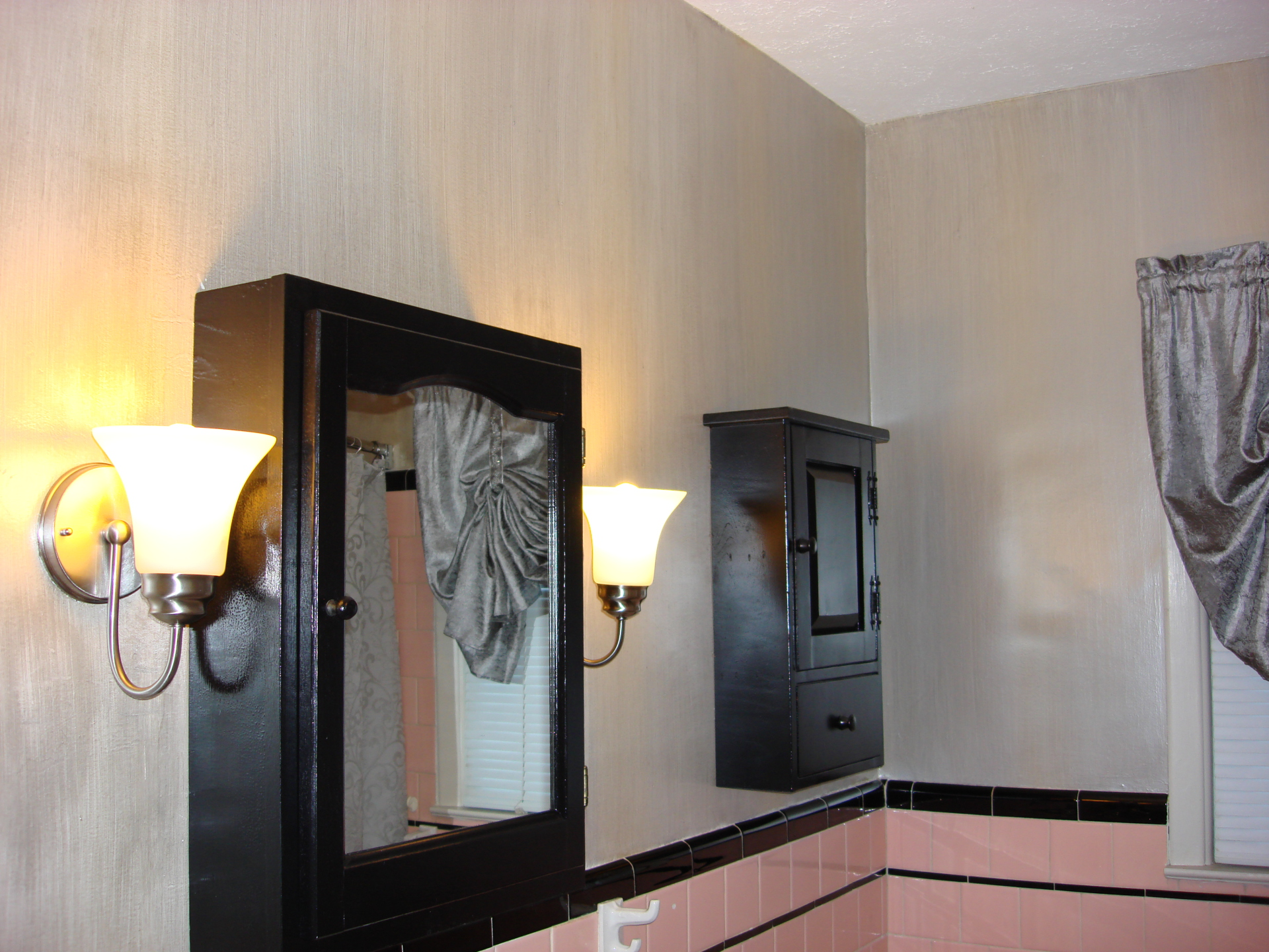 silver gold metallic strie 50's bathroom pink black tile danville  faux finish decorative paint raleigh