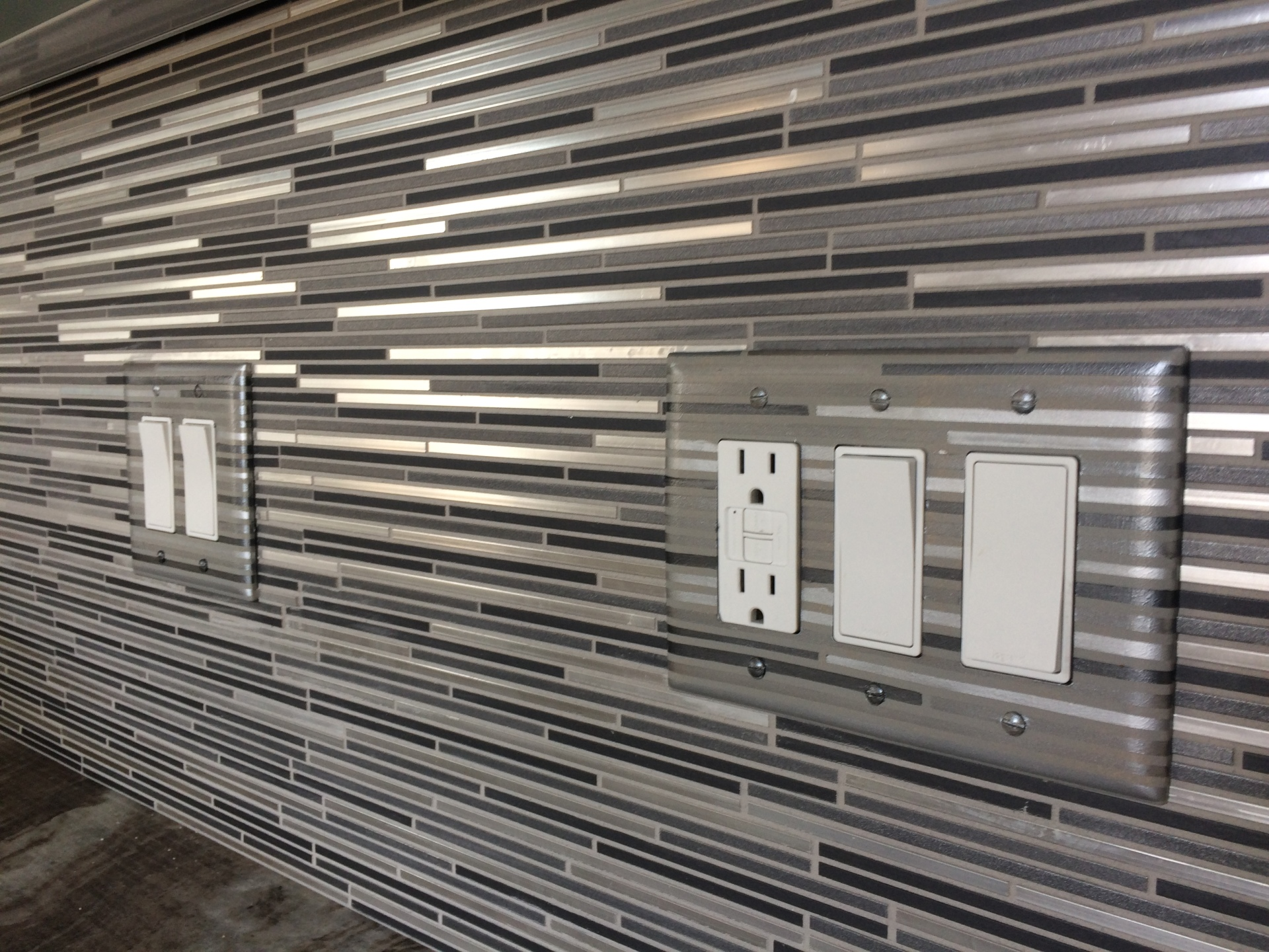 faux switchplate backsplash match metallic tile, fabulous finishes by michelle
