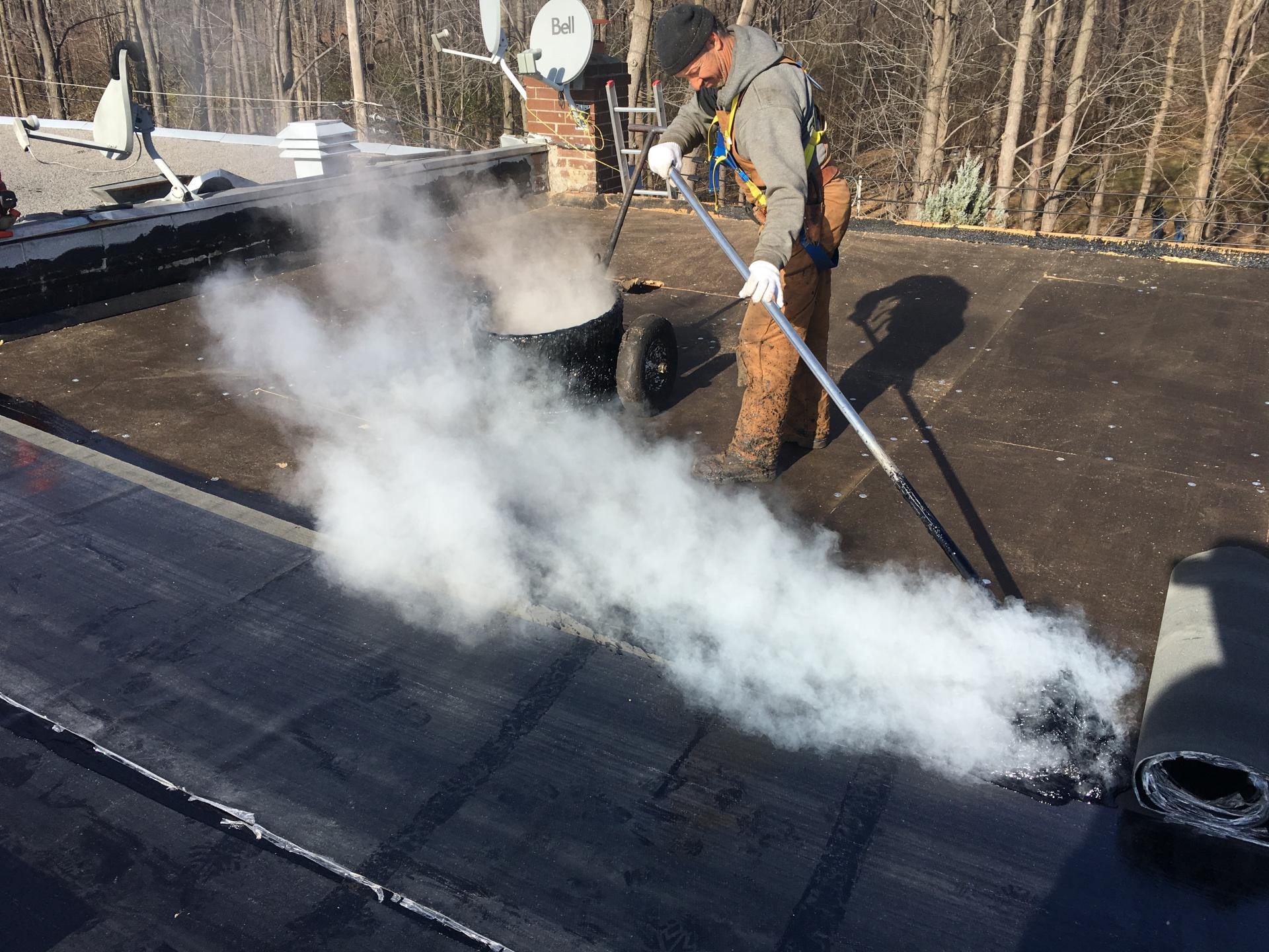 Membranes collées a l'asphalte chaude