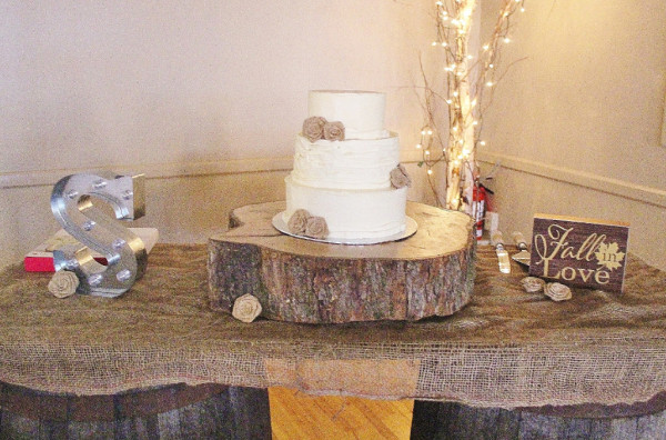 Rustic burlap buttercream wedding cake