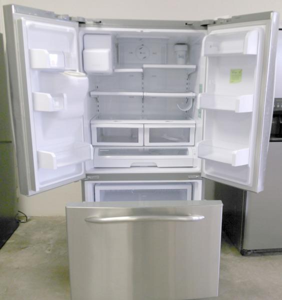 GE Refrigerator  WAS $900.00 NOW $850.00
