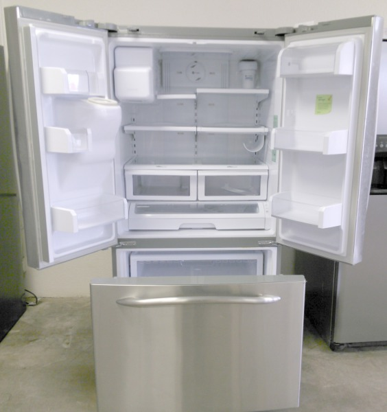 GE Refrigerator  WAS $900.00 NOW $850.00