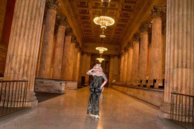 model, portrait, woman, Garfield Bldg., Cleveland, Ohio