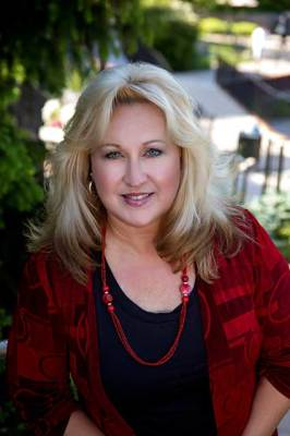 Stephanie Maat