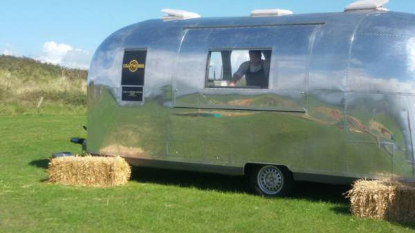 Air stream mobile wedding unit looks great